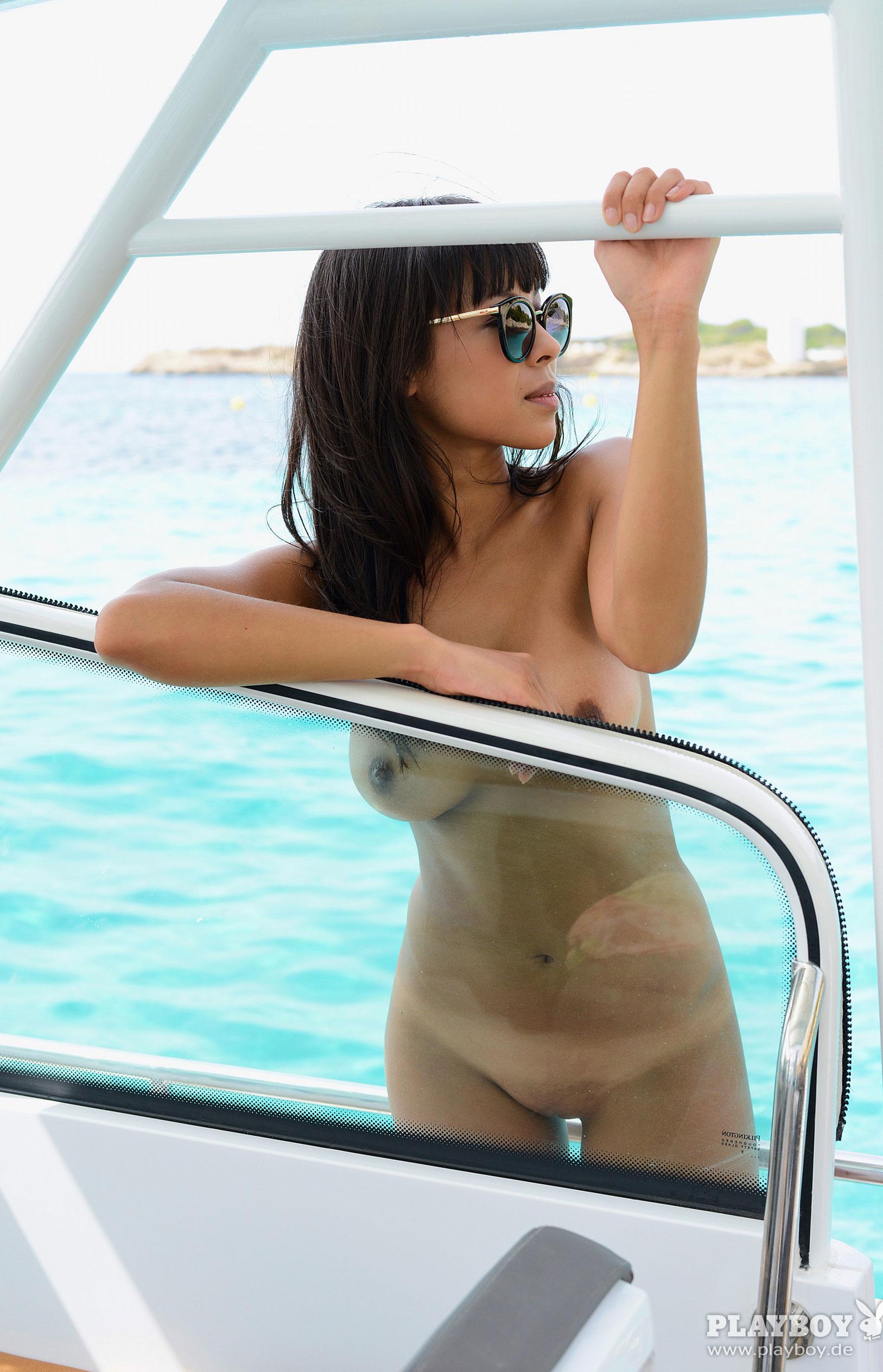 Тхан Нхан - Девушка месяца в Playboy Германия, март 2018 / фото 16