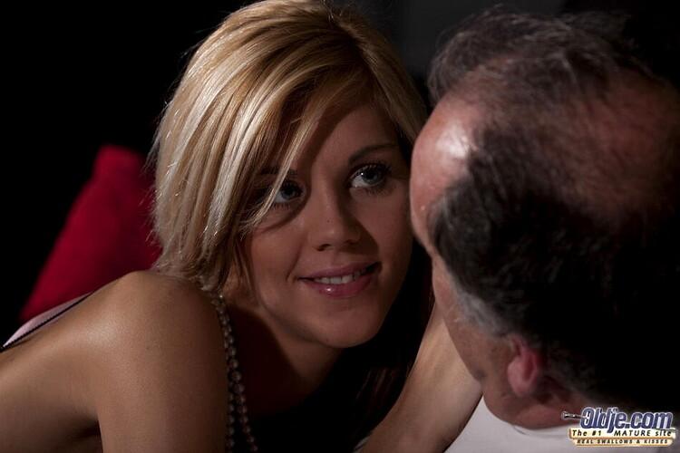 Sindy Vega - Candlelight Romance (2021/Oldje) [FullHD/1080p/ 1.35 GB]