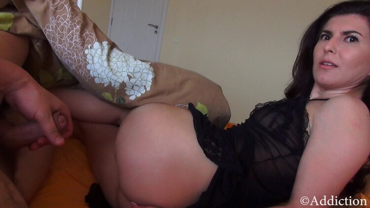 Unknown - Slepping With Mommy (2021/Addiction/Clips4Sale) [UltraHD 4K/2160p/ 1.77 GB]