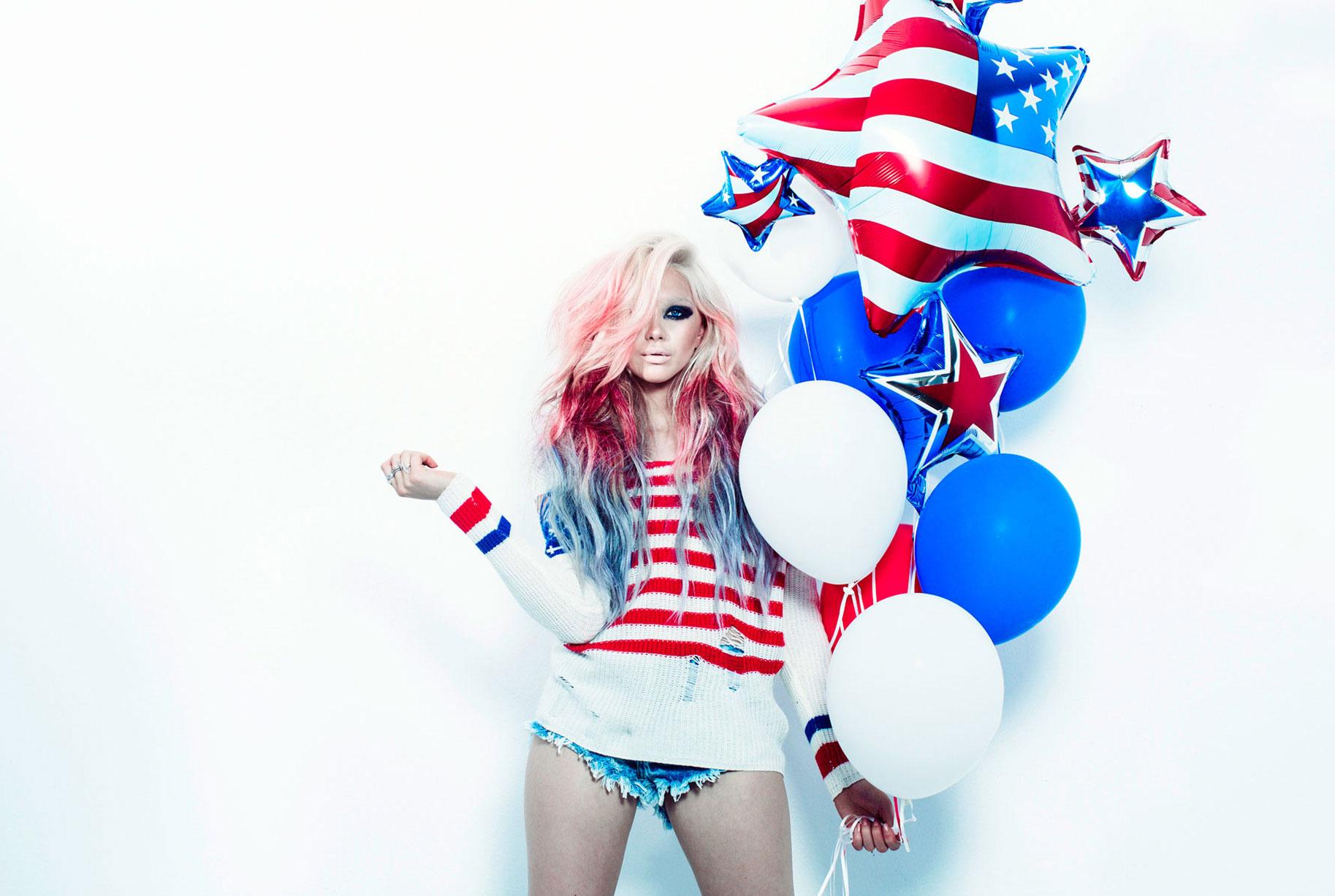 Девушка празднует День Независимости США / фото 01