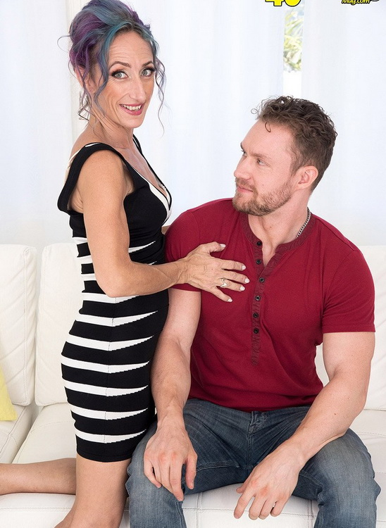Sadie Sommerville - Sadies first-ever porn video: She gets ass-fucked! (2021 ScoreHD.com (PornMegaLoad.com) 40SomethingMag.com) [FullHD   1080p  1.7 Gb]