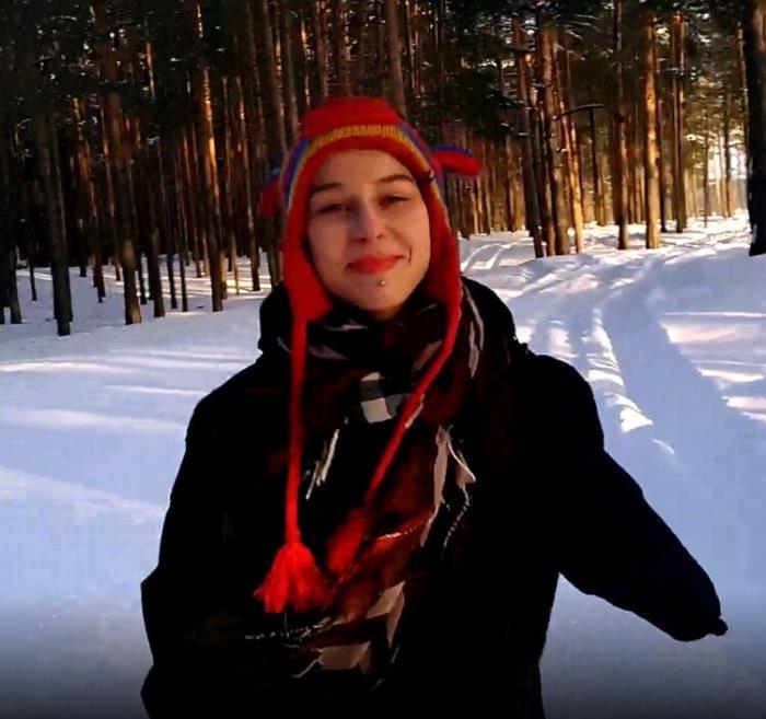 Laruna Mave - First Time PUBLIC Blowjob in Winter (2021 OnlyFans.com) [2K UHD   2160p  1.98 Gb]