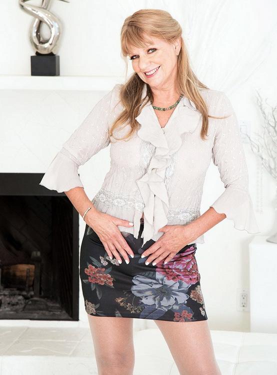 ScoreHD.com (PornMegaLoad.com) 60PlusMilfs.com: Mia Magnusson's hands-on sex lesson Starring: Mia Magnusson