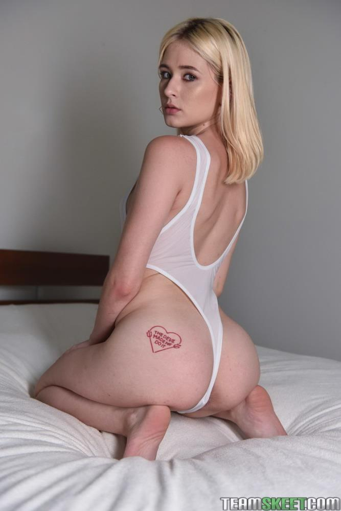 ExxxtraSmall/TeamSkeet: Jessie Saint - Tiny Oiled Up Orgasms [FullHD 1080p] (3.62 GB)