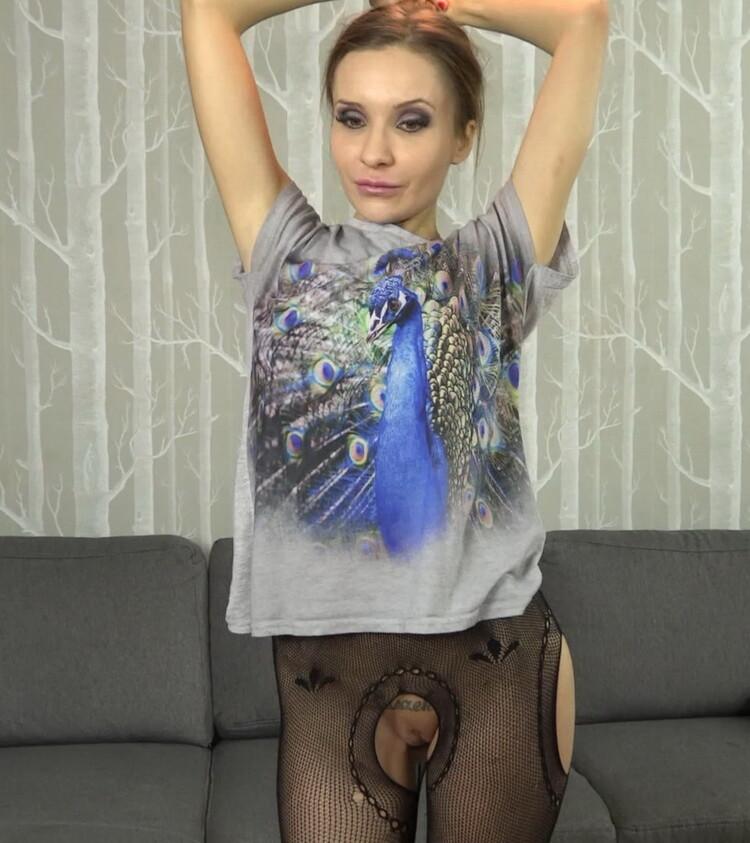 Xes.pl/Podrywaczki.pl: Monika Moskal - Do czego mozna wykorzystac dwoch facetow? [FullHD 1080p] (1.07 GB)