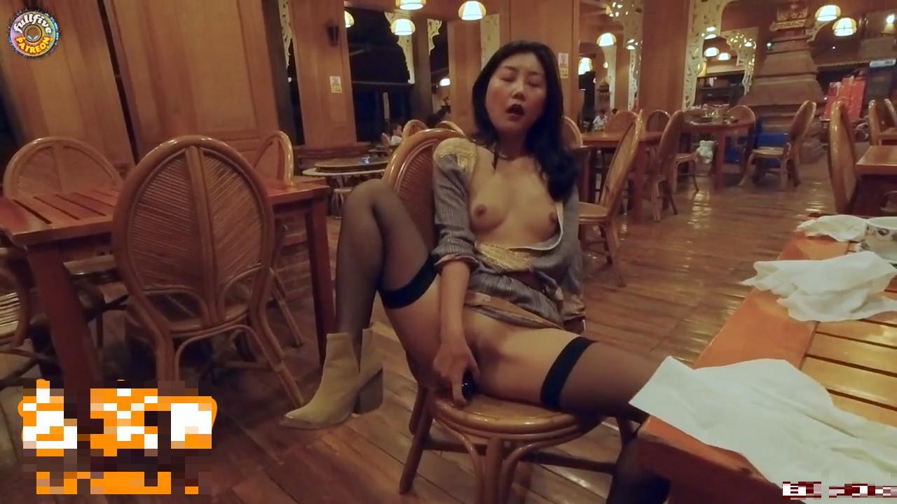 【9部國產】4P交換妻子遊戲一個房間裡有4人研究性愛的方式
