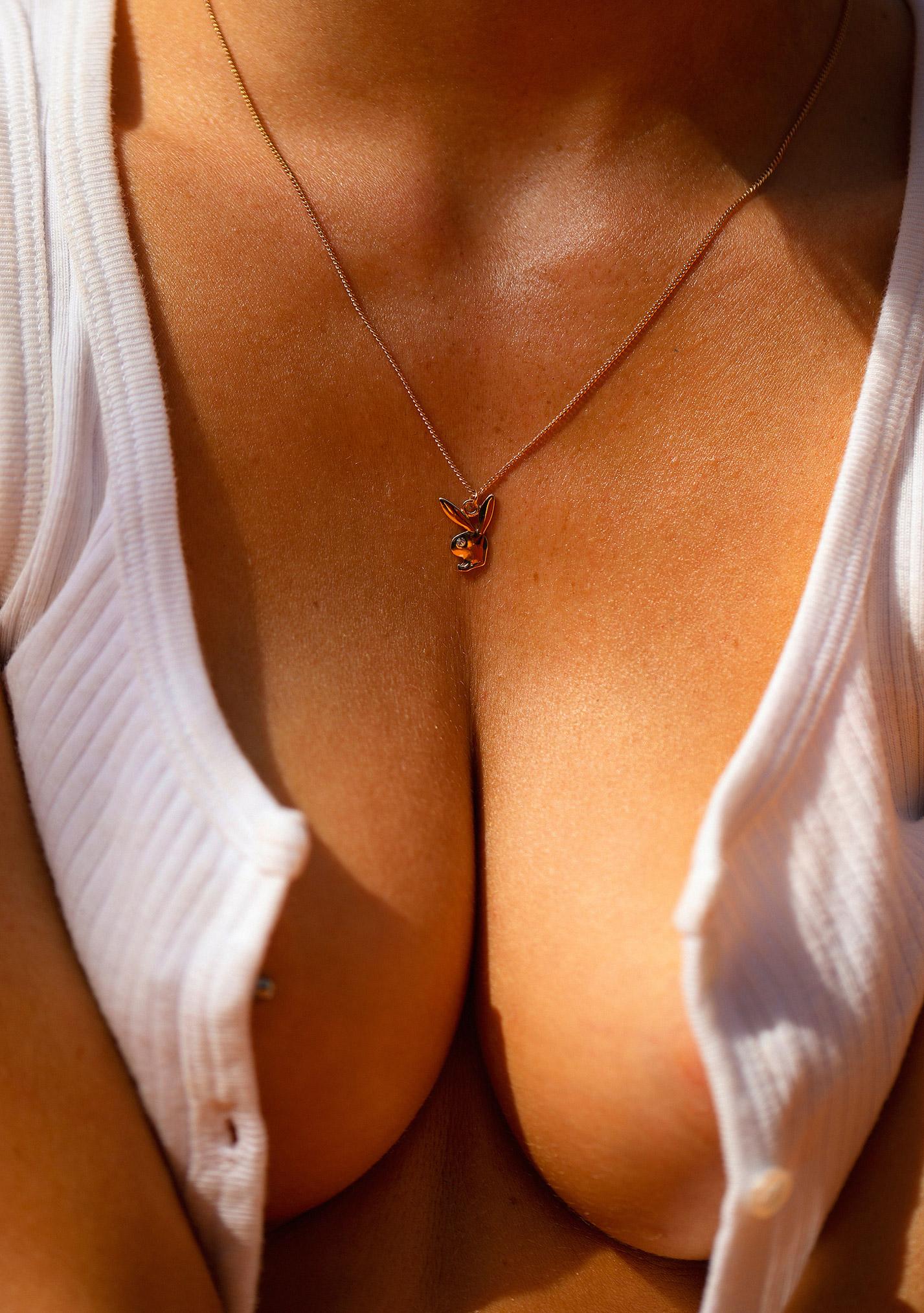звезда голландского Playboy Свенья ван дер Богарт голая играет в теннис / фото 05