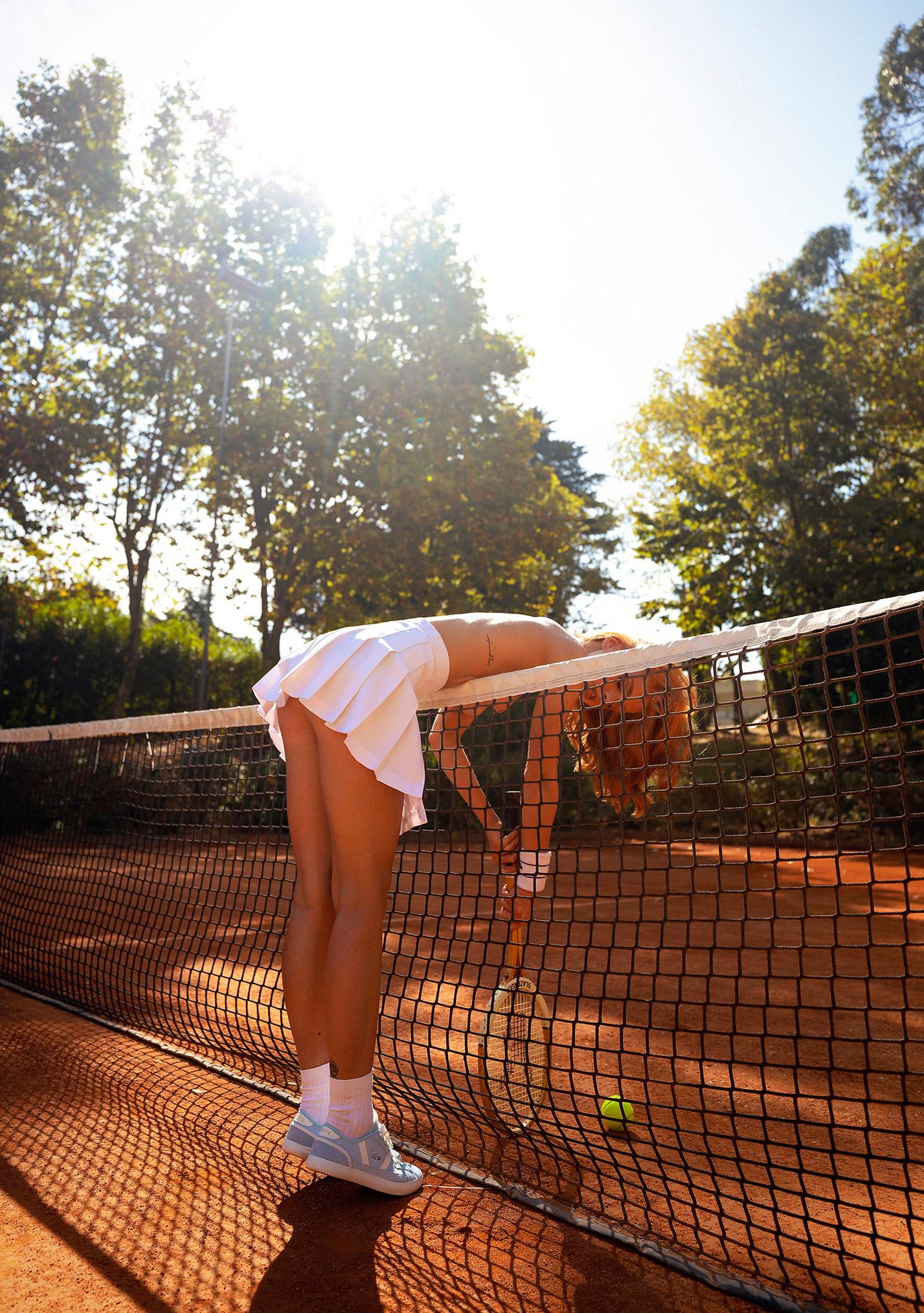 звезда голландского Playboy Свенья ван дер Богарт голая играет в теннис / фото 11