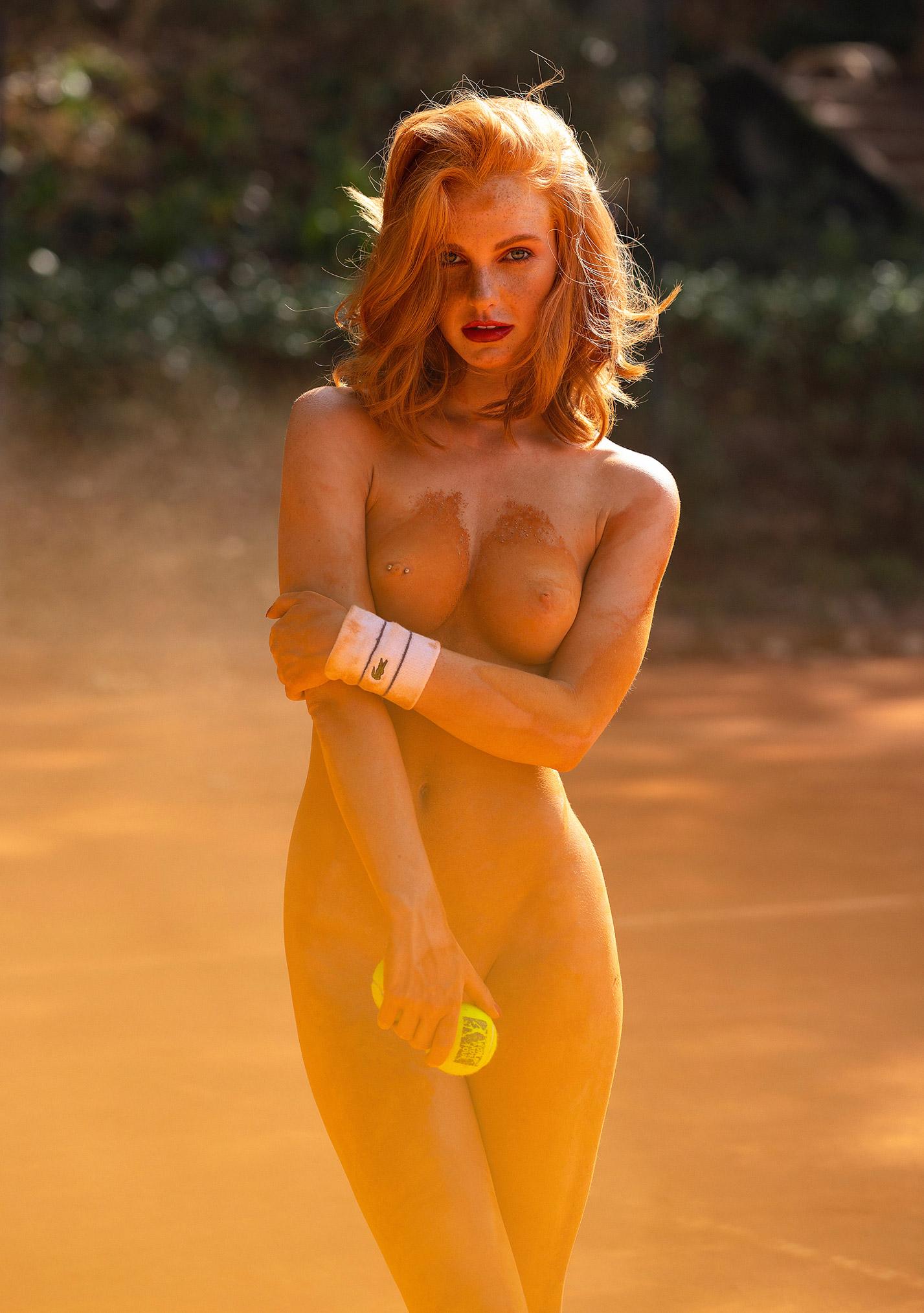 звезда голландского Playboy Свенья ван дер Богарт голая играет в теннис / фото 13