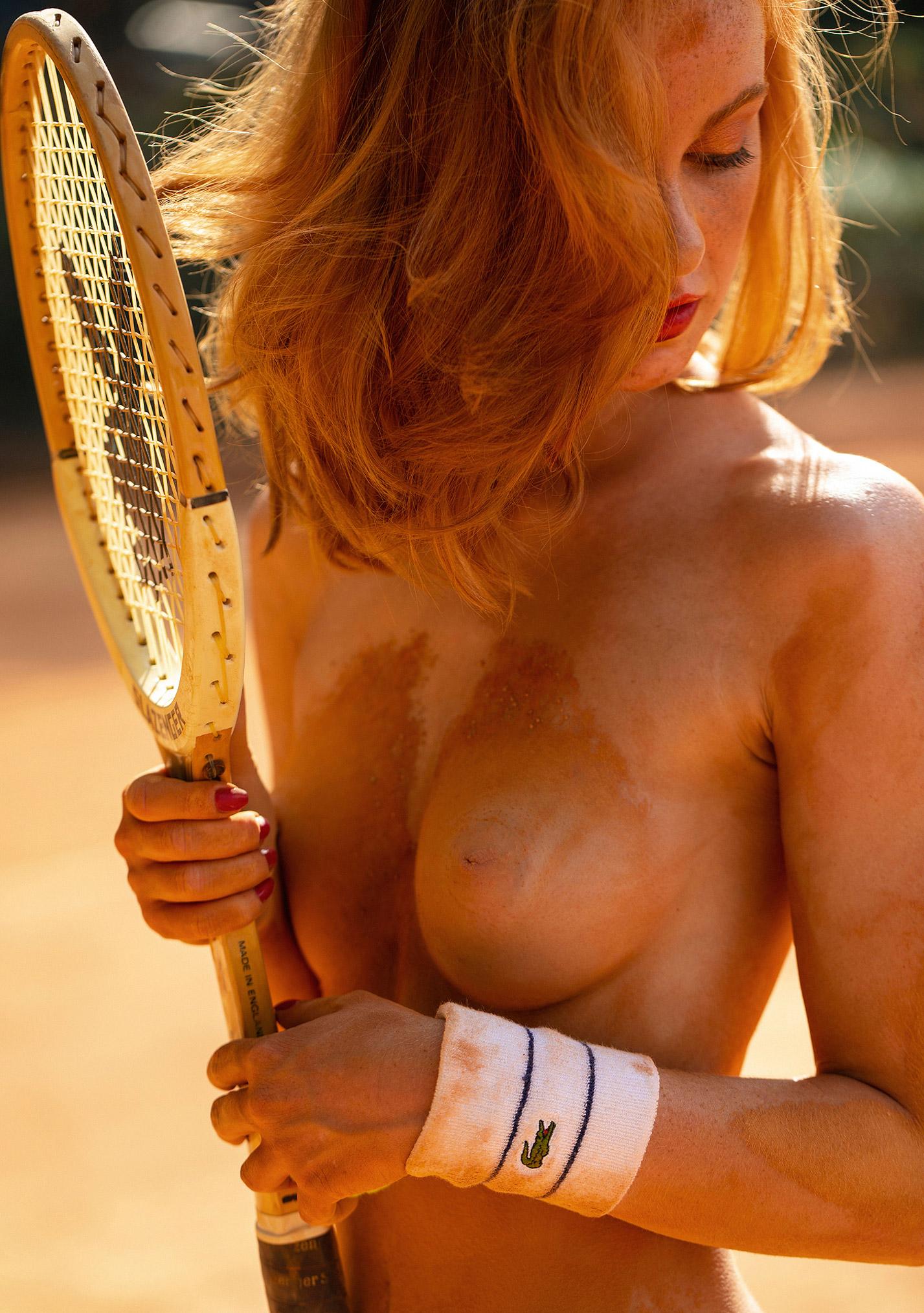 звезда голландского Playboy Свенья ван дер Богарт голая играет в теннис / фото 15