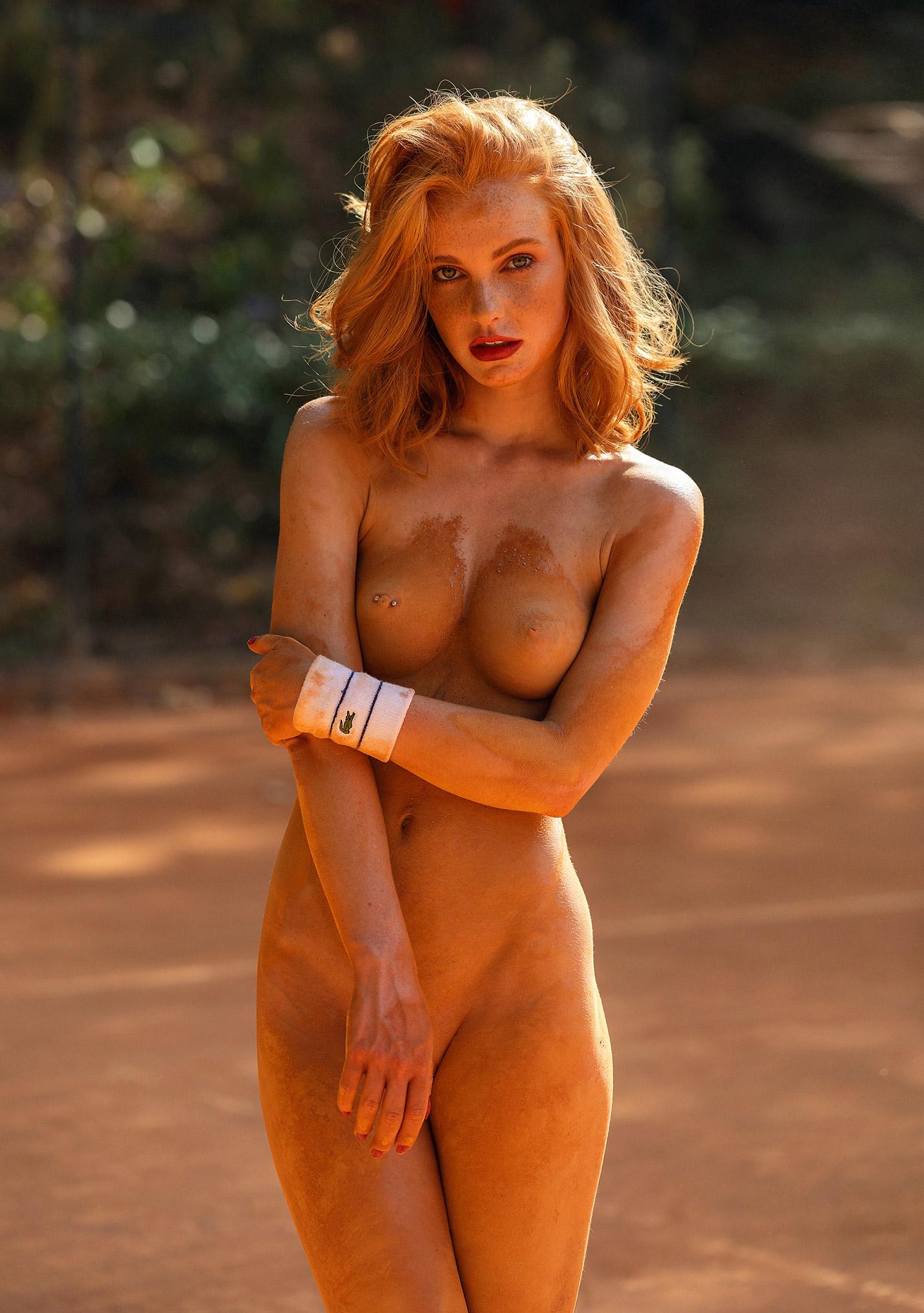 звезда голландского Playboy Свенья ван дер Богарт голая играет в теннис / фото 17
