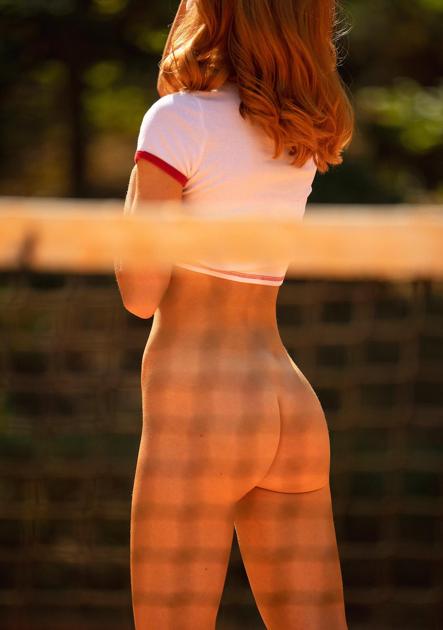звезда голландского Playboy Свенья ван дер Богарт голая играет в теннис / фото 18