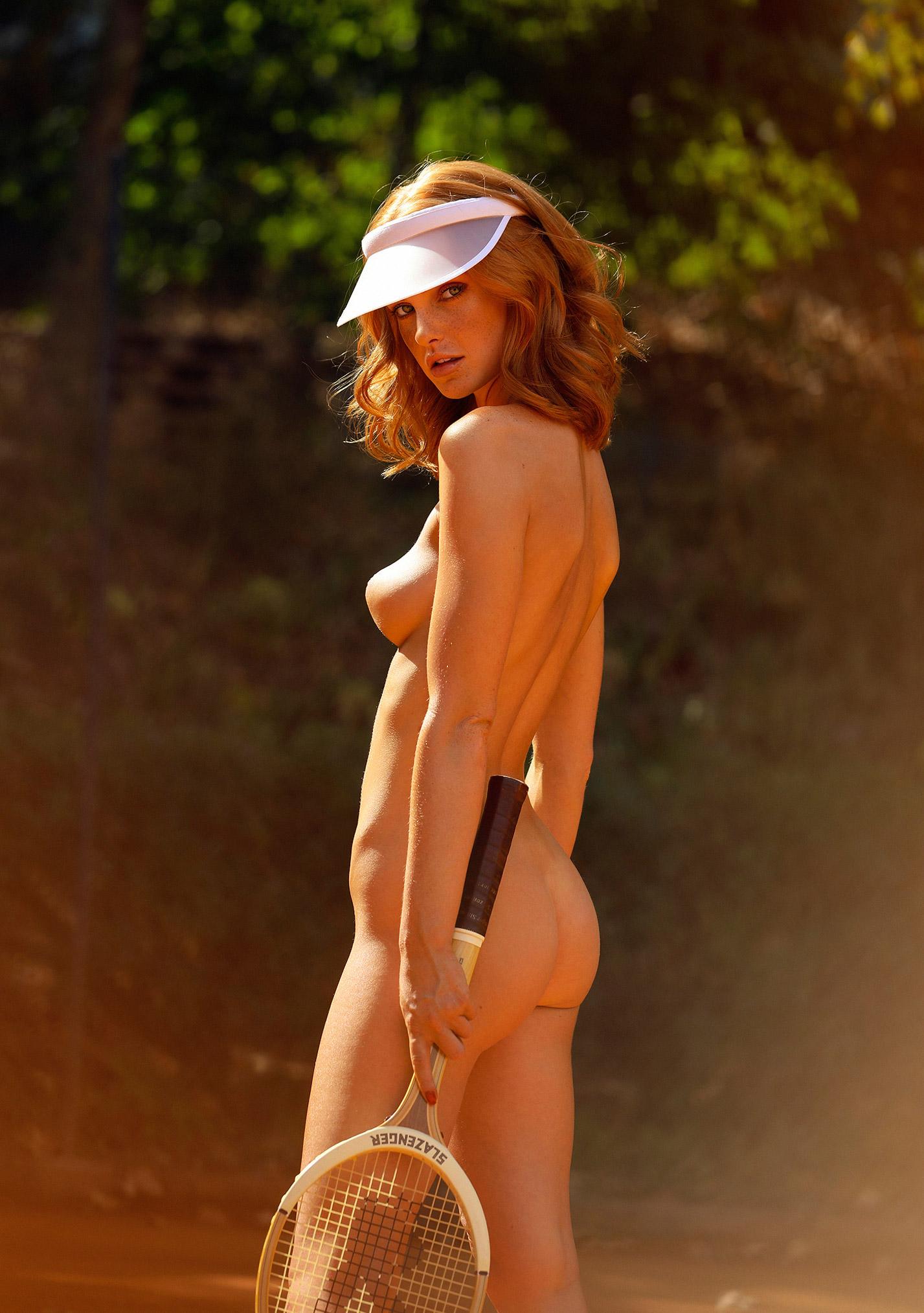 звезда голландского Playboy Свенья ван дер Богарт голая играет в теннис / фото 19