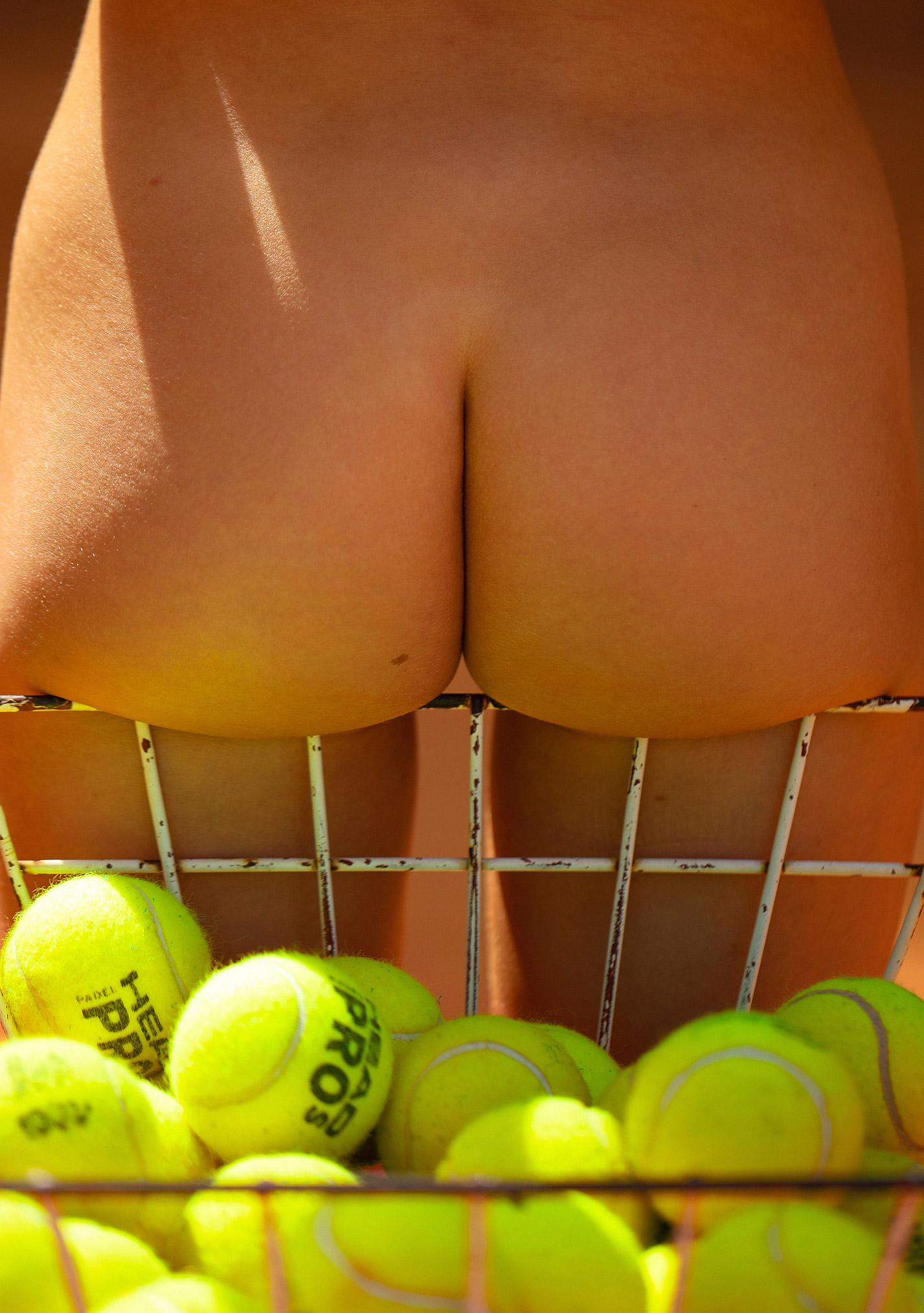 звезда голландского Playboy Свенья ван дер Богарт голая играет в теннис / фото 23
