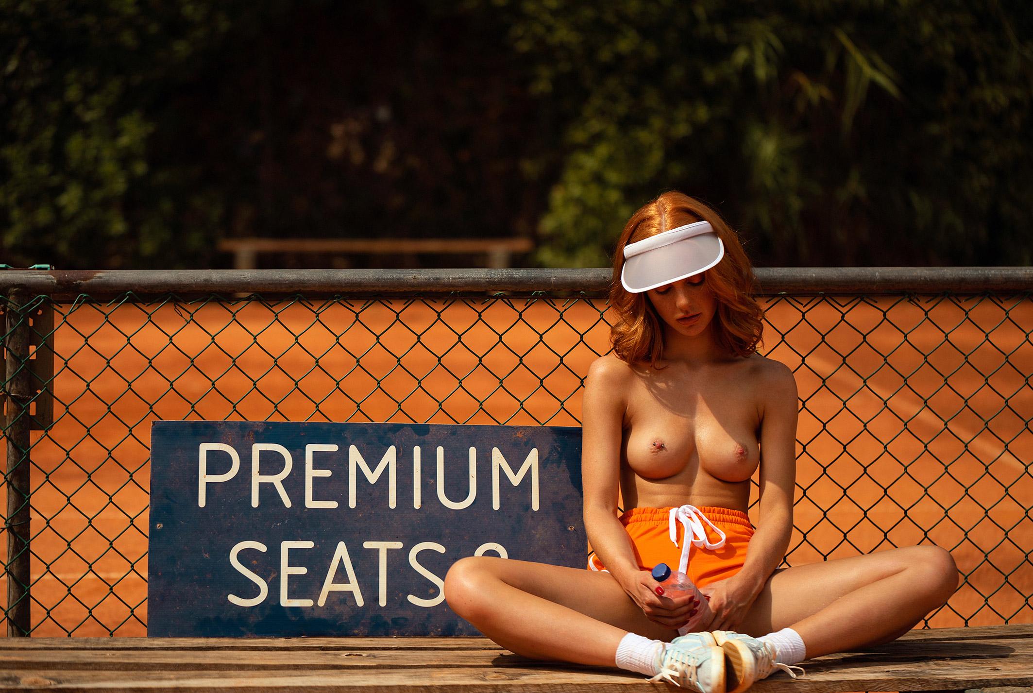звезда голландского Playboy Свенья ван дер Богарт голая играет в теннис / фото 36
