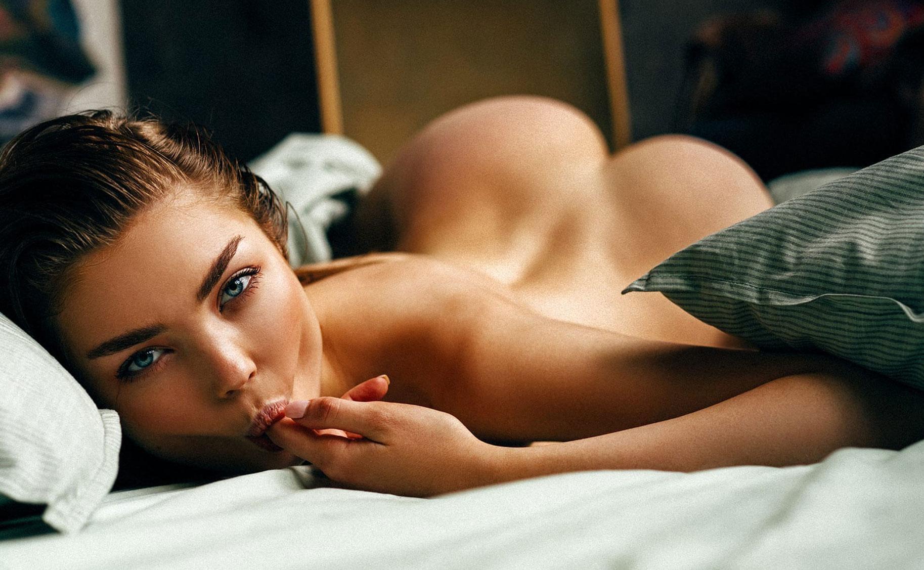 соблазнительная Екатерина Клигер демонстрирует свою красивую попу и другие части тела / фото 01