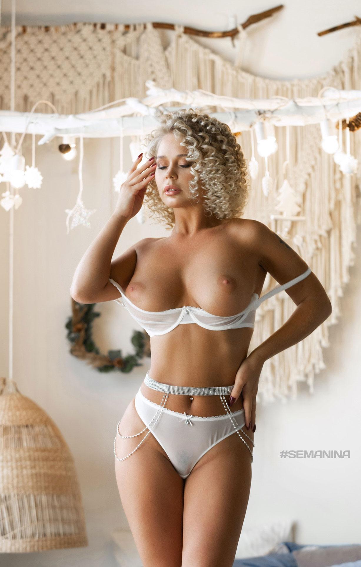 сексуальная Дарина Никитина в нижнем белье и без него / фото 02