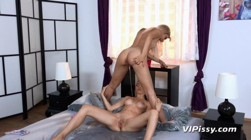 VIPissy.com - Sophia Grace, Puppy [Blondes In Bed] (FullHD 1080p)