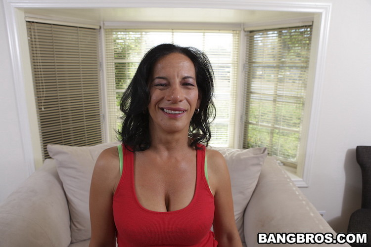 Melissa Monet - MILF BAR BOOTY W/ Melissa Monet [MILFSoup/BangBros / HD 720p]