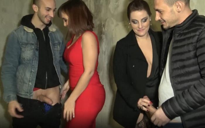 JacquieEtMichelTV.net Indecentes-Voisines.com: It ignites with Julie, 25 years old! Starring: Julie