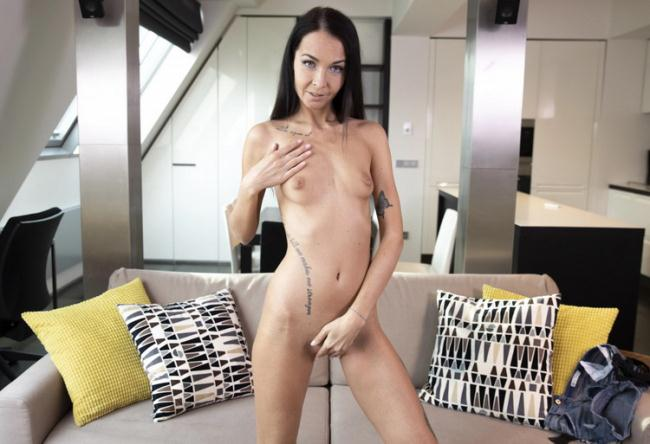 VRSexperts.com: Masturbation On The Couch Starring: Sissi P